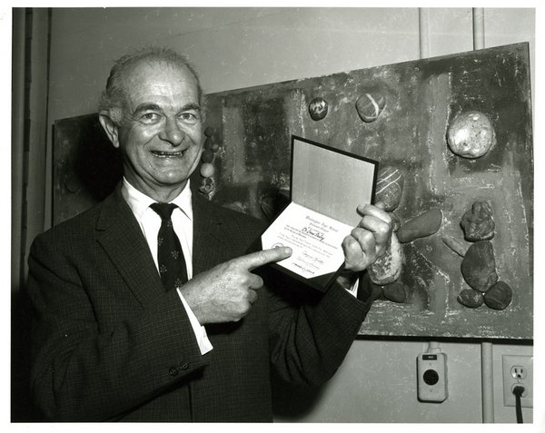 linus pauling gets diploma from washington high school in portland in 1962