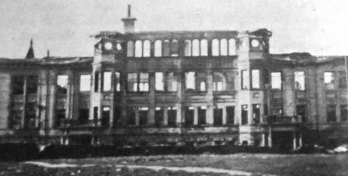 Washington High School in ruins in 1922.